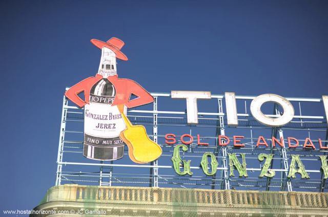 Puerta del sol tio pepe 0455 hostal madrid hostel for Tio pepe madrid puerta del sol