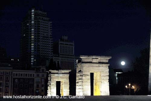 luna de madrid templo de debod 19 march