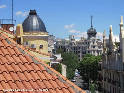 La sede del colegio de arquitectos de madrid en las for Piscina escuelas pias