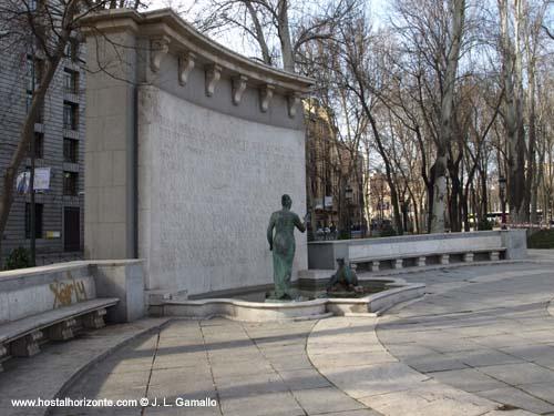 Paseo por las fuentes de la castellana hostal madrid for Hoteles en la calle prado de madrid